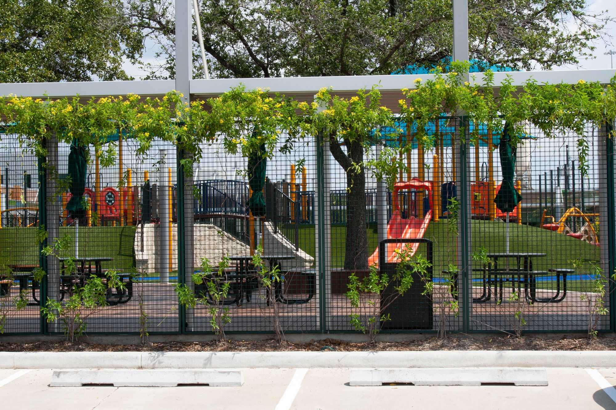 The Awty International School in Houston utilizing ECO-MESH panels to create an appealing-looking fence